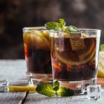 Spôsobuje pitie cez slamku rýchlejšiu opitosť?