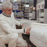 Čo by mal spĺňať matrac pre seniorov?