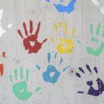 Čo by sme mali vedieť ofarbách na betón ana kovy?