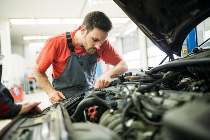 Nepodceňujte pravidelnú kontrolu prevádzkových kvapalín auta