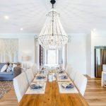 Zvoľte si ideálne osvetlenie do kuchyne ajedálne svisiacim lustrom adrevenou lampou
