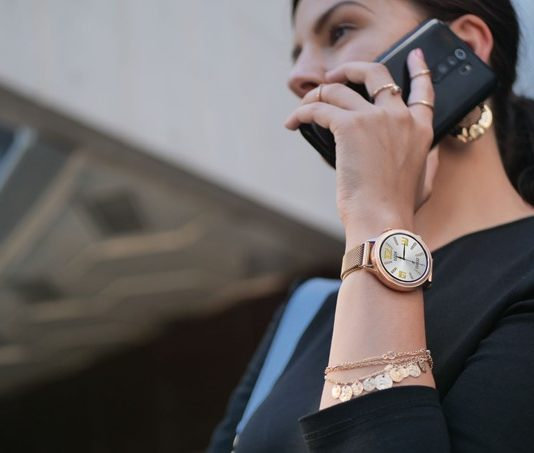 Dámske inteligentné hodinky tiež ako estetický doplnok