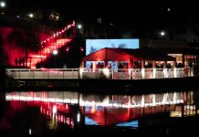 Party stany ako dokonalý prístrešok pre mestské slávnosti aceremónie